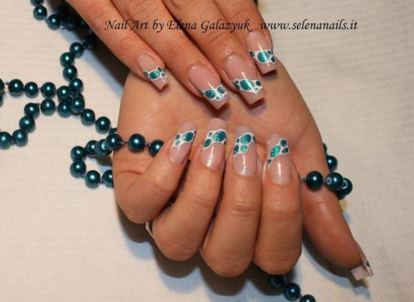 Ritocco sculturale con gel @Magnetic Nail Design, design: colori acrilici ad acqua bianco e turchese #nails #nailart