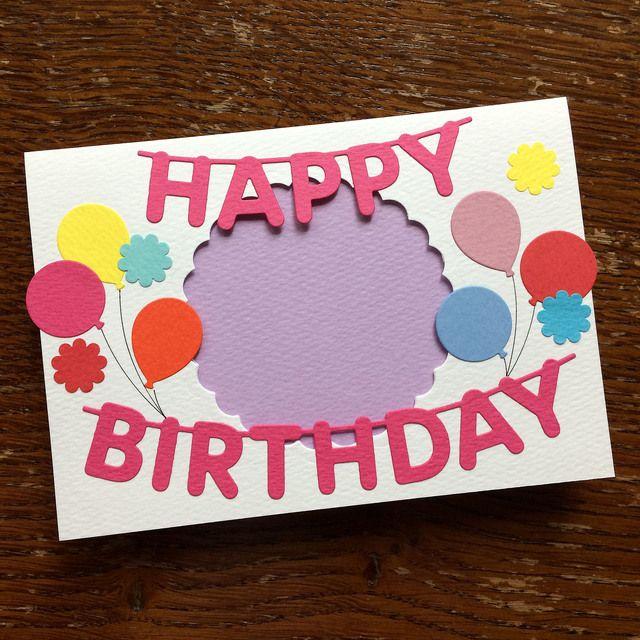 お誕生日のウキウキとした雰囲気をカードに表現しました お子様やお友達の写真を添えて ハッピーバースデーのメッセージを贈りませんか 内側にフォトコーナーを貼っております そこにlサイズ 89 127mm の写真を差し込んでください 一枚一枚 丁寧に色紙 誕生