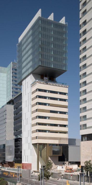 M s de 1000 ideas sobre edificios modernos en pinterest for Arquitectura de oficinas modernas