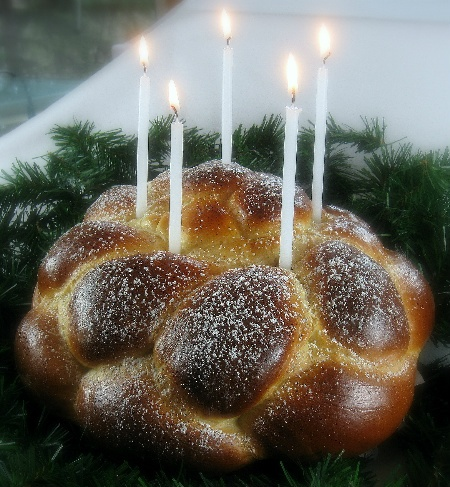 Santa Lucia Crown, sweet bread with a sugar glaze