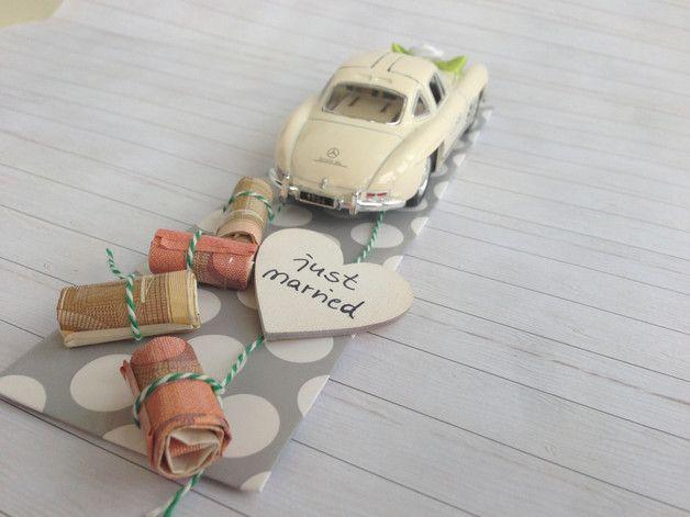 Hochzeitsgeschenk Oldtimer Mercedes Benz 300 SL Coupé in Farbe cremeweiß  Ich biete dir ein stilvolles Geldgeschenk zur Hochzeit an. Der Mercedes ist ein detailgetreuer Nachbau des 1954er...