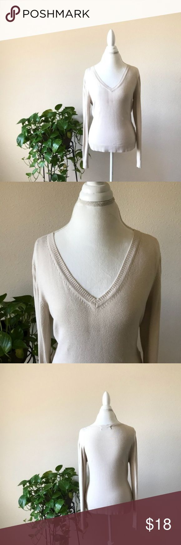 """Zara Womens Sweater V Neck Knit Beige Size L jessy_maccarey jessy_maccarey Updated 2 hours ago Zara Womens Sweater V Neck Knit Beige Size L Zara $18 $0 SIZE L Zara Women's Sweater V Neck Knit Beige Size L in very good condition  80% Rayon 18% Nylon 2% Spandex  Approximately measurements before stretching  • Shoulder to shoulder : 17.5"""" • Pit to pit : 36"""" • Waist : 32"""" • Hem : 34"""" • Length : 22.5"""" • Sleeves : 25"""" Zara Sweaters V-Necks"""