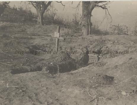 BU-F-01073-1-08764 Primul război mondial. Mormânt în tranşee, s. d. (sine dato) (niv.Document)