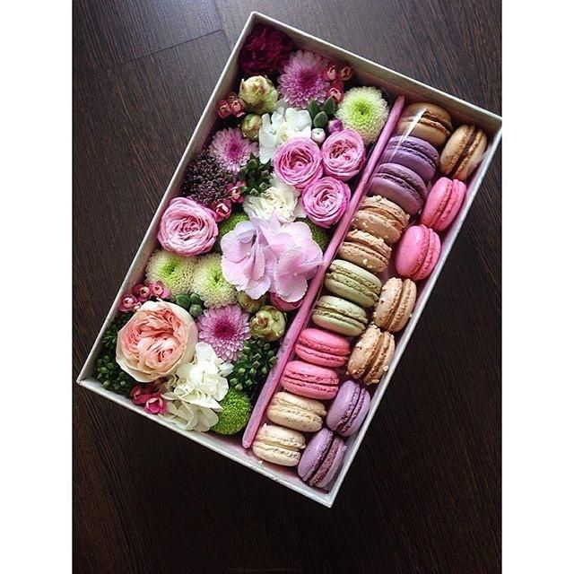 Flowers and macaroons