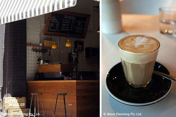 リトルミュールのカフェ入口(左),カフェラテはガラスカップで出てくるところが多い