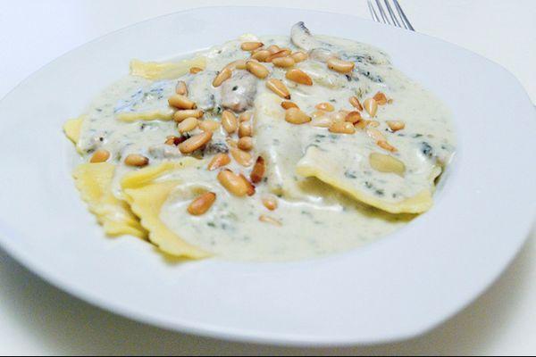 #sweetNovember... Ravioli con crema di gorgonzola e pinoli.