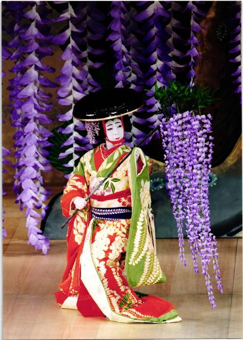 Amazing wysteria-themed staging; Japanese traditional theater, Kabuki 歌舞伎