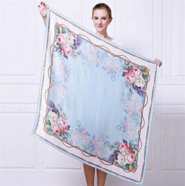 Elegantná hodvábna šatka s motívom kvetov 110 x 110 cm