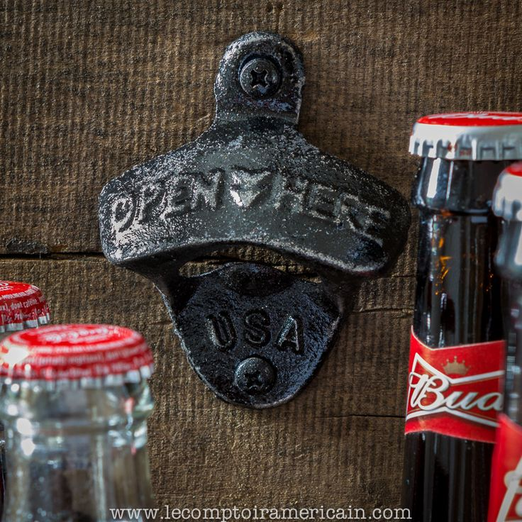 Décapsuleur mural fonte made in USA #bottleopener #decapsuleur #ouvrebouteille #fonte #madeinUSA #americanproduct #lecomptoiramericain #nevermorehouse #coca #cocacola #bud #beer #budweiser #noir #black