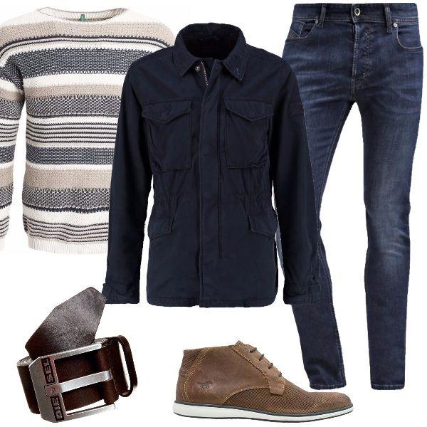 Outfit perfetto per ogni momento della giornata, dal tempo libero all'ufficio. Jeans slim fit abbinato a maglione beige con fantasia a righe e a giacca leggera navy. Completo il look con stringate sportive e cintura Diesel.