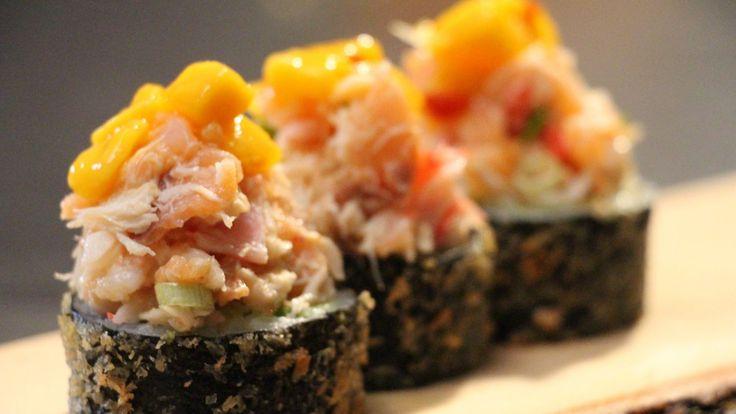 Une recette de maki frit au guacamole, coriandre et fruits de mer, présentée sur Zeste et zeste.tv