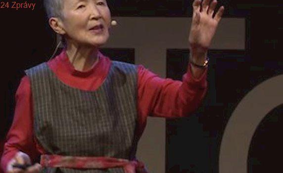 Seniorka boří mýty o stárnutí: V 81 letech bloguje a vyvíjí mobilní aplikace
