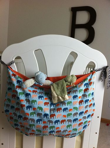 hanging crib toy bag (could do for end of twin beds in my children's room) one pink, one blue!