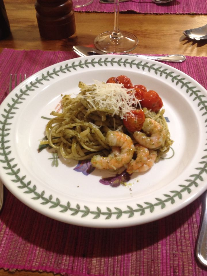 Linguini al pesto y camarones