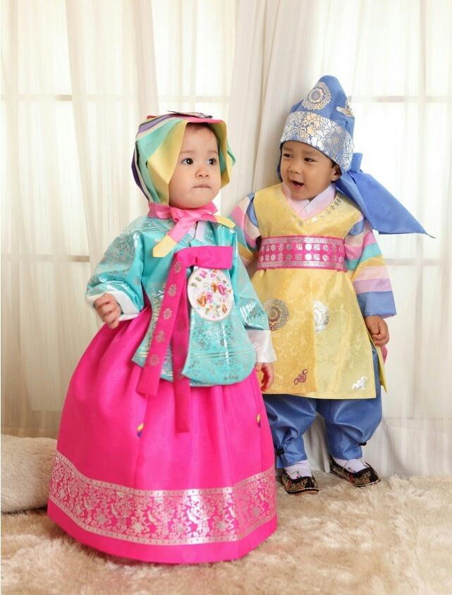 Cuties in Korean hanbok