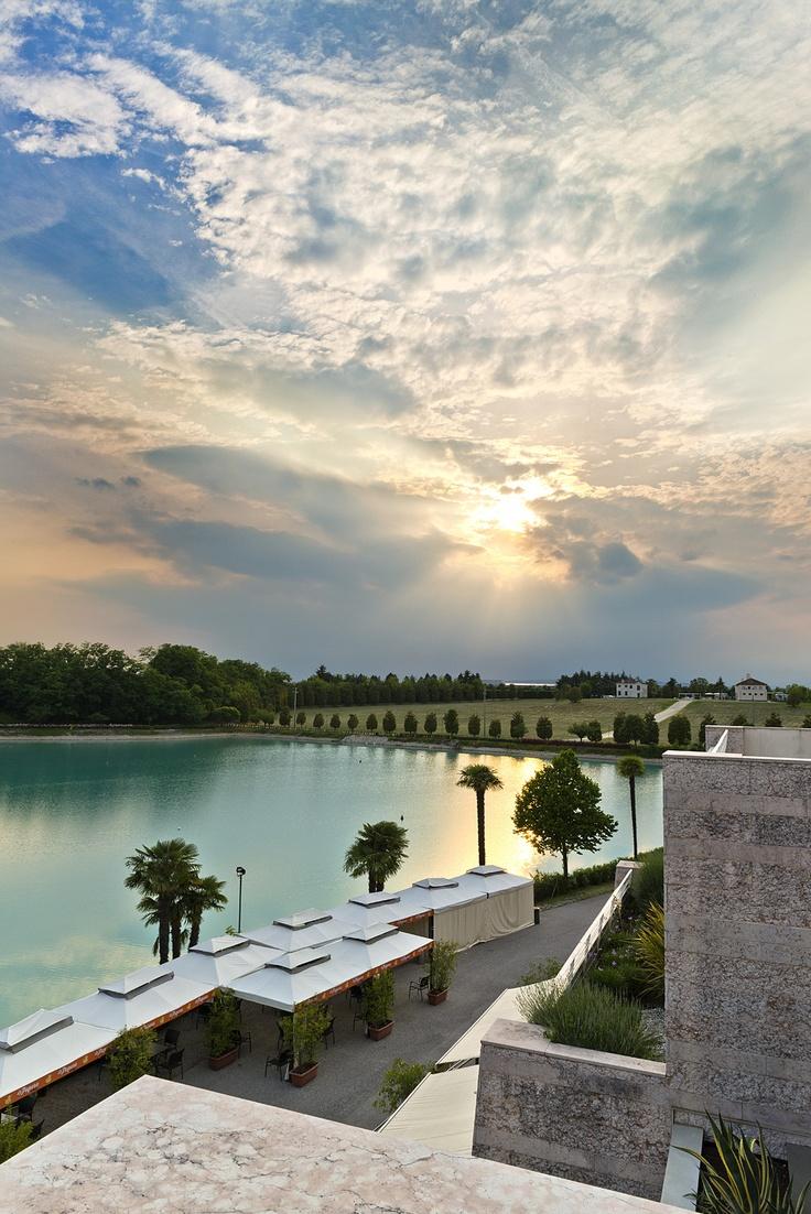 Vista del #lago Le Bandie dal Thai Si - Royal Thai Spa #Treviso http://www.thai-si.it/