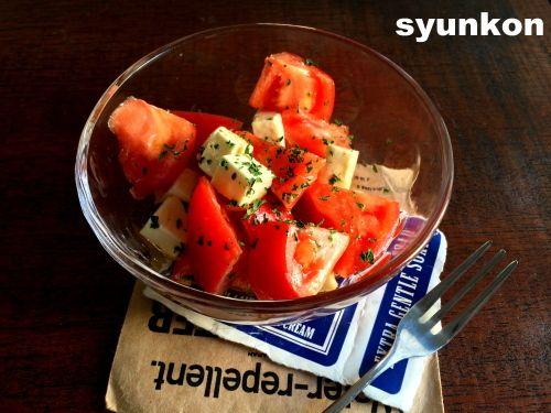 【簡単!!おすすめです】2分で完成。トマトのマリネサラダ |山本ゆりオフィシャルブログ「含み笑いのカフェごはん『syunkon』」Powered by Ameba