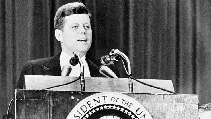 (adsbygoogle = window.adsbygoogle || []).push();   En 1960,John Fitzgerald Kennedyse convirtió en el mandatario electo más joven de Estados Unidos pero, a pesar de tener 43 años y aparentar ser una persona vigorosa y dinámica, batalló gran parte de su vida para superargraves...