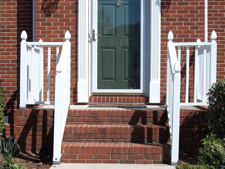 Best 25 front stoop decor ideas on pinterest front for Front balcony railing