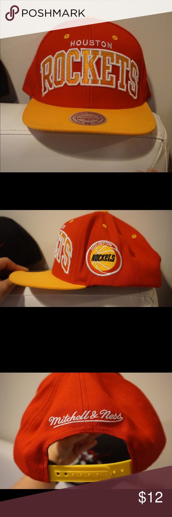 Houston rockets snap back Barely ever worn mitchel & ness Mitchell & Ness Accessories Hats
