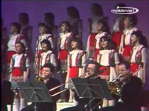 "Performed Leningrad Concert Orchestra. Conductor - Anatoly Badhen. Children's Choir ""Lia-Ciocârlia"". Conductor V. Budilevsky"