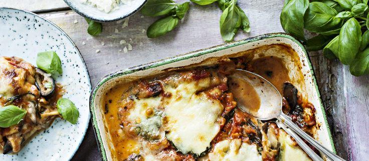 Melanzane alla Parmigiana on perinteinen italialainen munakoisoruoka, josta maukas tomaattikastike ja mehevä mozzarella tekevät herkullisen. N. 2,25€/annos.
