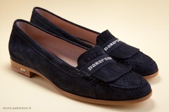 A precious hand-stitched tubular loafer. - Mocassino tubolare realizzato con pregiata cucitura a mano. http://store.pakerson.it/mocassini-donna-21284-indaco.html