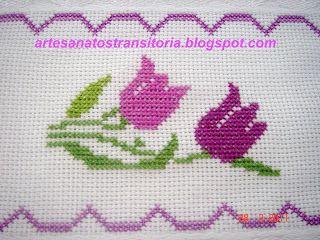 ARTESANATOS TRANSITÓRIA: tulipas no ponto cruz em toalha de banho