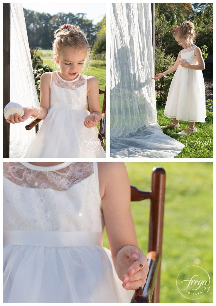 bruidsmeisje met kapoentje lieveheersbeestje. Styling: AnnMariage. Japon en schoenen: Het Boudoir. Kapsel: Sjiekhaar. Make up: Wauw Kleur. Fotografie: Trouwfotografie Freya. http://www.trouwfotografiefreya.nl/wedding-styling-2/bohemian-wedding-shoot/ #bohemian #vintage #weddingstyling #wedding #boho #trouwfotografiefreya #trouwfoto #AnnMariage #Boudoir #sjiekhaar #wauwkleur