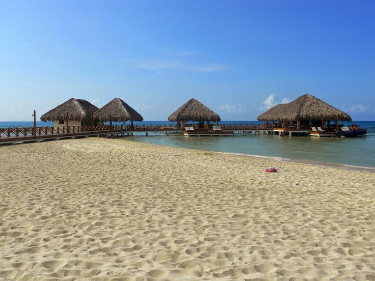 Dominican Republic photo diary | Travel notes. Juan Dolio beach, houses in water, white beach