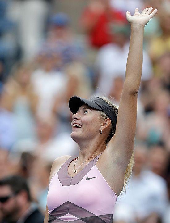 Maria Sharapova comemora vitória de virada sobre a francesa Marion Bartoli
