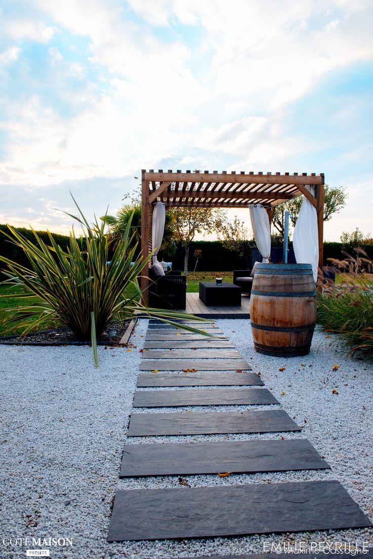 Terrasse bucolique en plein air avec pergola en bois.  #mineral #basileek