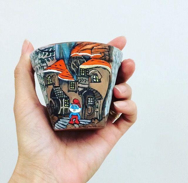 Vaso 6cm  Faça sua encomenda, faço vários desenhos animados!! #vasospersonalizados #desenho #frida #colorido #alegre #amor #cor #artista #painted #mother #art #craft #flowers #vase #color #colorful #drawing #love #painting #artist #clay #vase #passaros #passarinhos #pássaro #smurfs #casanaarvore #PapaiSmurf #PapaSmurf