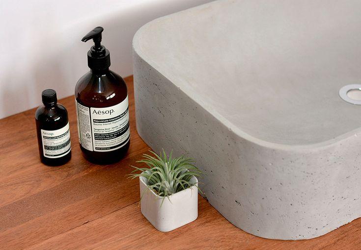 Få en moderne vaskekumme med betonens rå skønhed intakt.