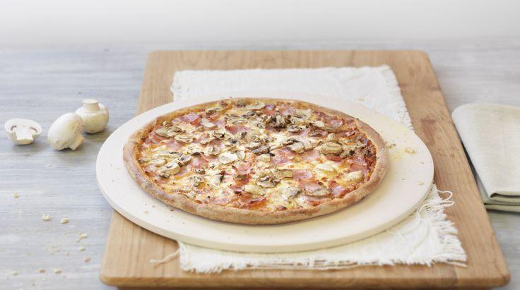Pizza «Prosciutto Funghi» – Tomato sauce, Mozzarella, Ham, Mushrooms – Sizes: S - 25cm, M - 30cm, L - 35cm