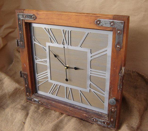 Zegar stojący / wiszący w oknie z 1927 roku. Odrestaurowana w całości rama posłużyła jako obudowa zegara w stylu LOFT. Wykonany w całości ze stali. Mechanizm kwarcowy z płynącym sekundnikiem aby...