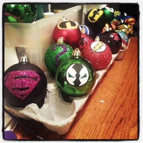 Bolas de Navidad de diferentes súper heroes.