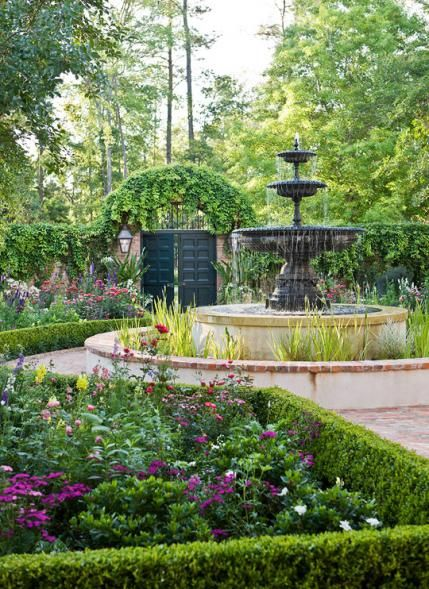 Garden with 'Old South' Style, landscape architecture by Helen Grivich