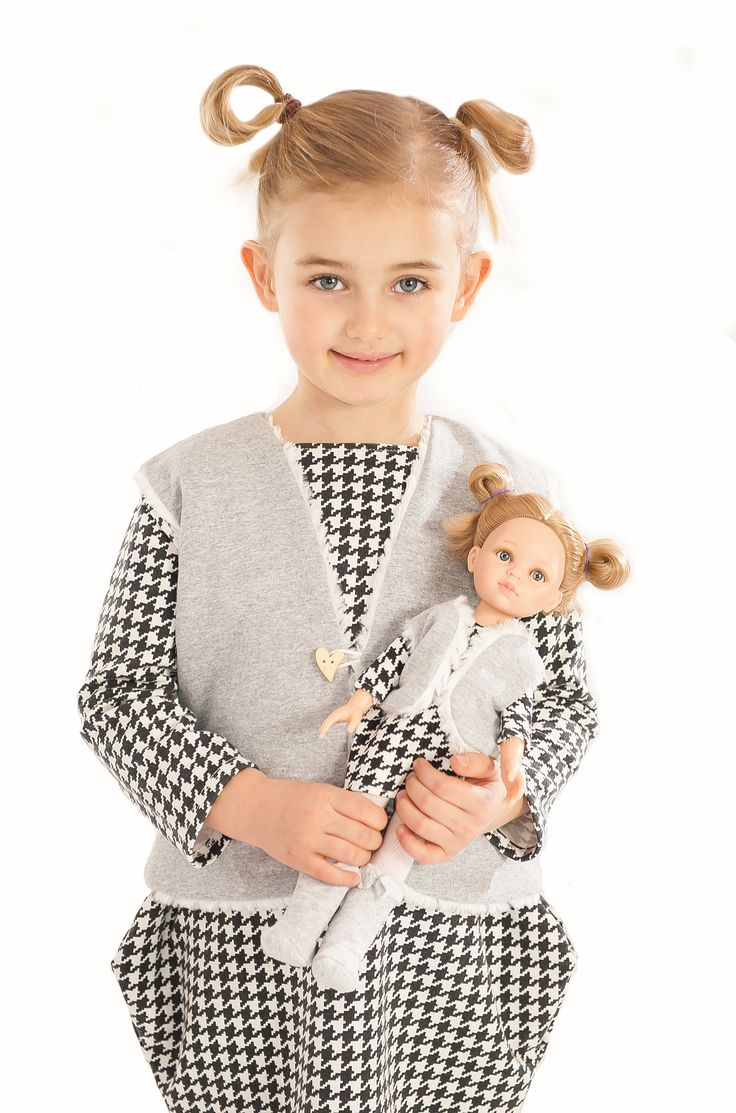 La Lalla snow winter reversible vest for girl and doll. Perfect winter outfit. Doll accessories that you will love. Fluffy white side and grey sports side. #doll #fashion #kids #snowflake #snow #winter #cool
