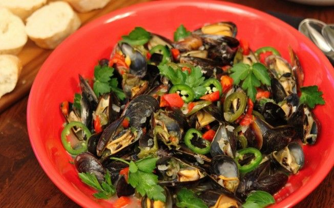 Mussels Holiday (a festive mussels mariniere) #recipe from @baconfatte BaconFatte.com