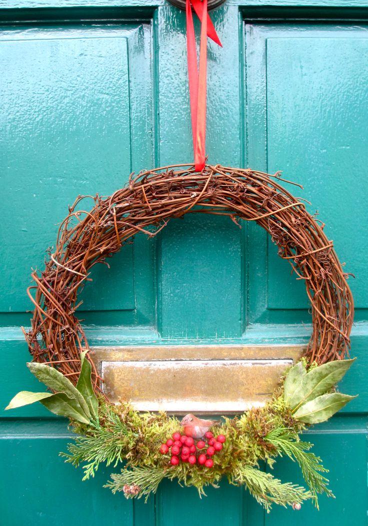 'Red Robin' - Birch, holly, moss, bay, leylandii