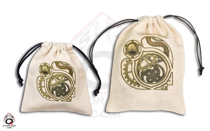 Just a comparative picture of what's the difference between the small and the large QW dice bag. Which one do you prefer? :)