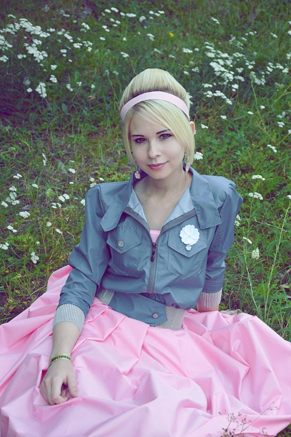 """Rose Tyler's costume from """"The Idiot's Lantern."""" This cosplayer is so cute I might die. Rose Tyler cosplay by MikuSempie on DeviantArt"""
