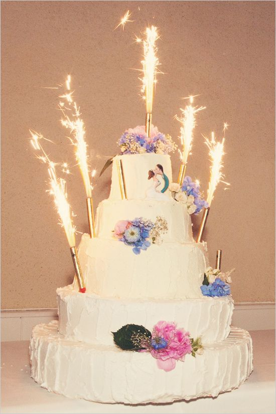 Sparkler topped wedding cake. Anne-Claire Brun http://www.weddingchicks.com/2014/06/05/vintage-chic-french-wedding/