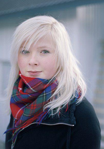 """Ella-li Spiková ze švédské obce Jokkmokk náleží k onomu malému procentu Sámů, kteří vyrůstají při péči o soby. Patří do nové generace, která se chystá na vysokoškolské studium. """"Chci poznat svět,"""" řík"""