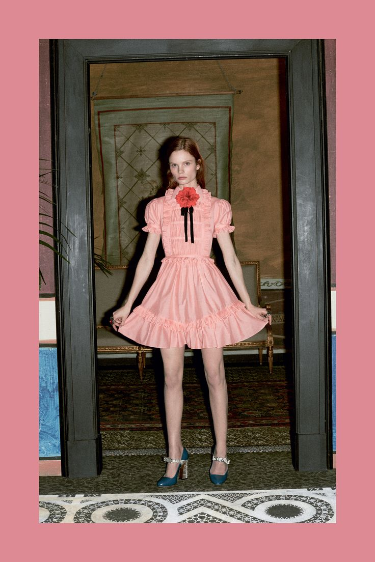 See the complete Gucci Pre-Fall 2016 collection.