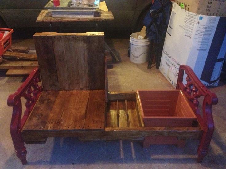 Mueble hecho con paletas de madera totalmente reciclado con cajón