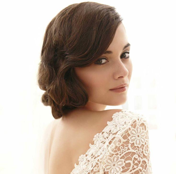 Una de las fechas más importantes en la vida de una mujer es sin duda el día de su boda por eso aquí 5 peinados de novia para ese día tan especial. https://www.linio.com.mx/salud-y-cuidado-personal/