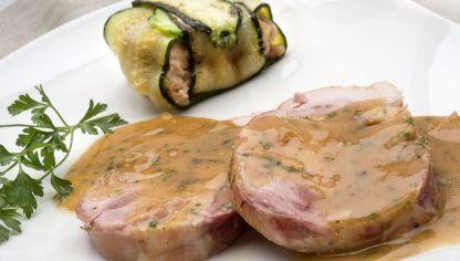 Atadito de pollo relleno con jamón y queso