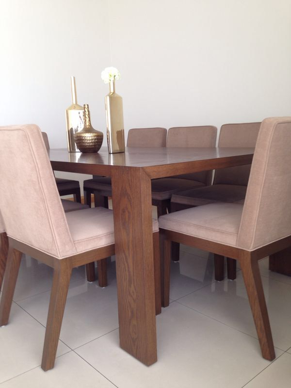 Mesa de comedor madera sillas en tela solo en doblee for Comedores de madera falabella